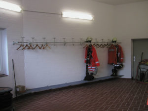 Kleiderhaken im Feuerwehrhaus